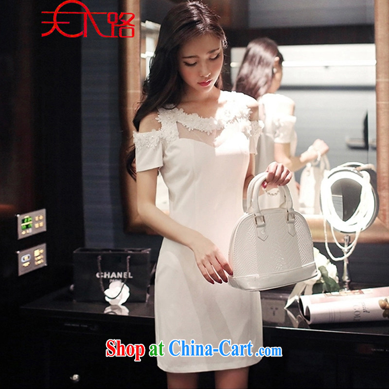 The World Summer 2015 female Korean three-dimensional flowers sexy exposed shoulder bags and short skirts beauty dress dress dress white M